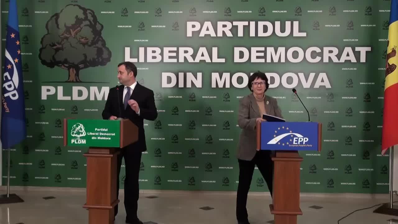 Conferință de presă susținută de președintele PLDM, Vlad Filat, și vicepreședintele grupului PPE din Parlamentul European, Sandra Kalniete, joi, 13 noiembrie, 17.30