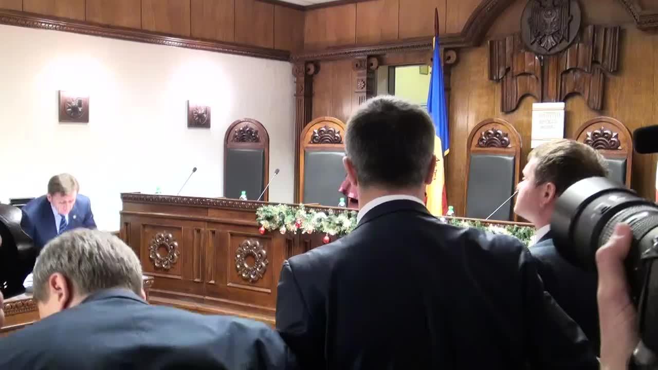 Examinarea de către Curtea Constituțională a dosarului CEC privind validarea alegerilor parlamentare din 30 noiembrie 2014, 10.00
