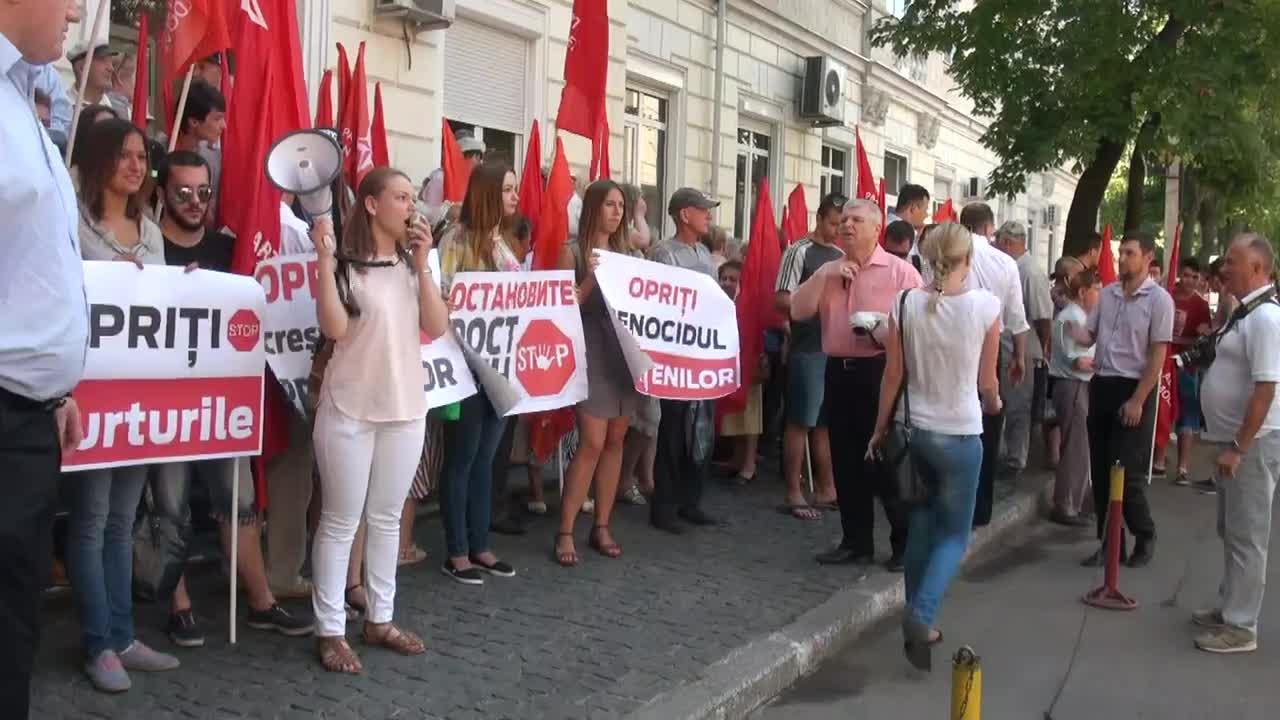 Actiune de protest organizata de PSRM pentru a cere anularea majorarii tarifelor la energia electrica