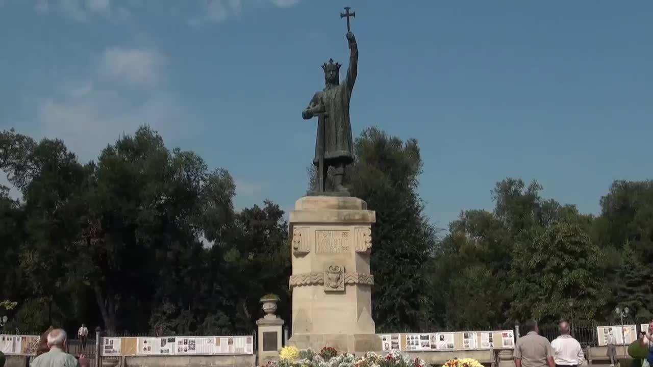 Depunere de flori la monumentul lui Ștefan cel Mare și Sfânt de Ziua Independenței Republicii Moldova