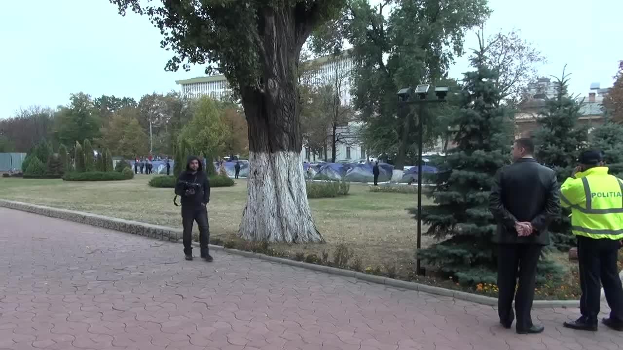 Coridorul rușinii organizat de deputații și susținătorii PSRM