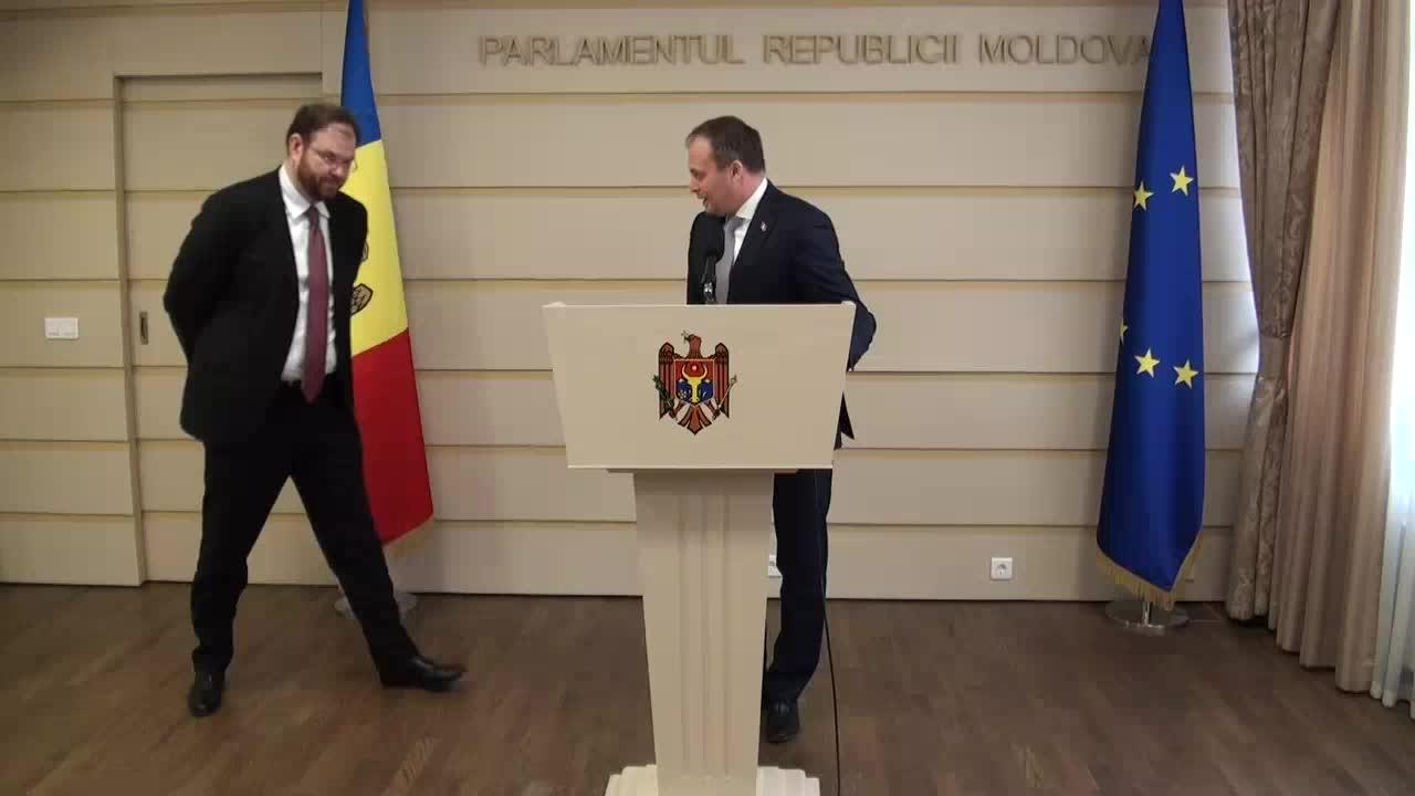 Briefing comun susținut de președintele Parlamentului, Andrian Candu, și candidatul desemnat la funcția de Guvernator al Băncii Naționale a Moldovei, Sergiu Cioclea