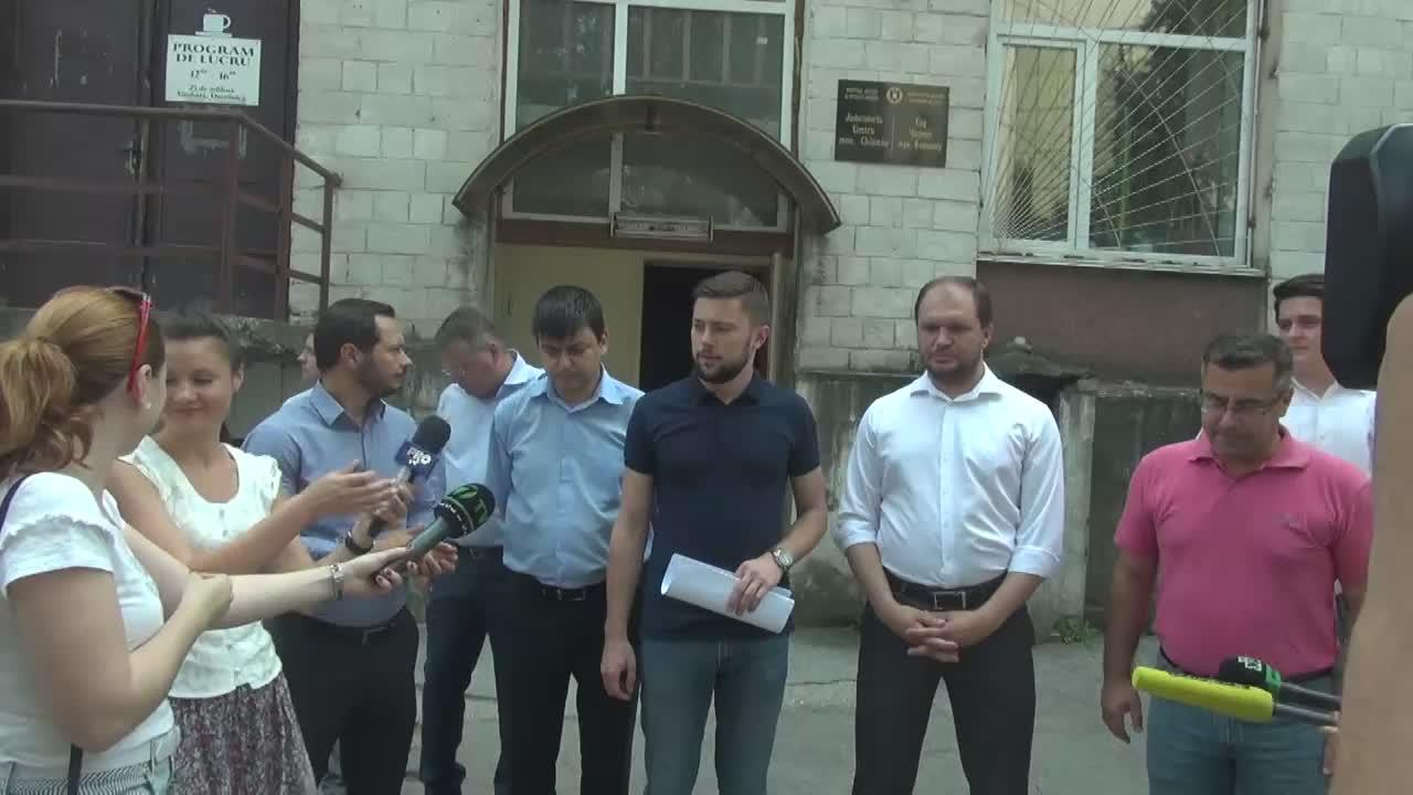 Grupul de inițiativă pentru organizarea referendumului de revocare a Primarului General al mun. Chișinău depune cererea de înregistrare a grupului la Judecătoria Centru