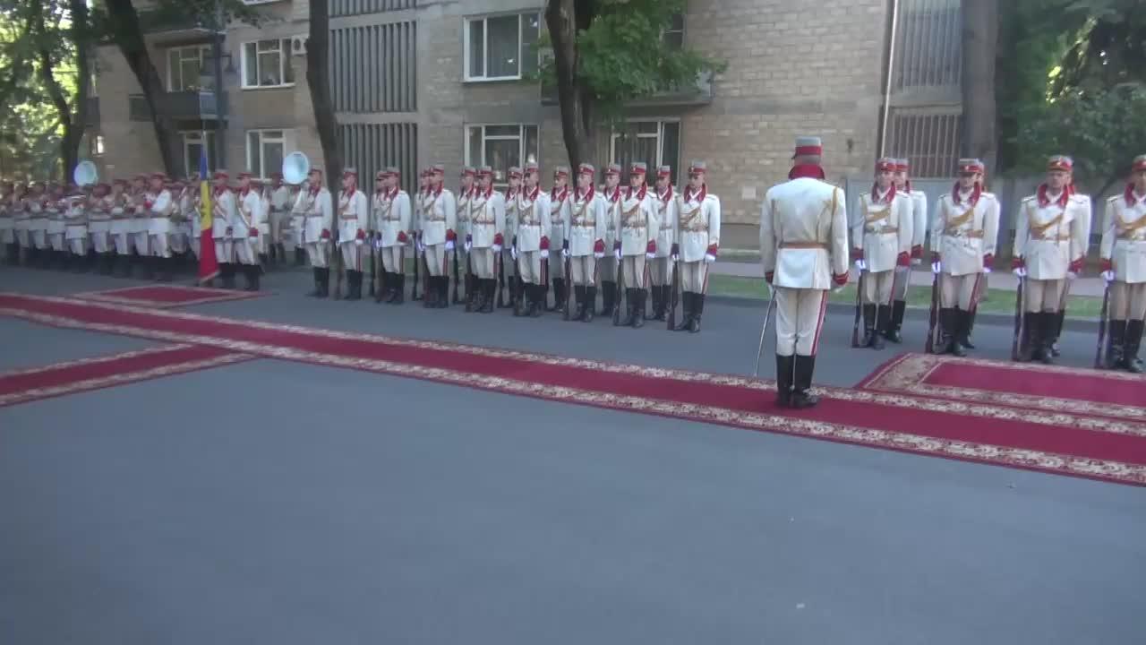 Ceremonia oficială de întâmpinare a Prim-ministrului României, Dacian Cioloș, de către Prim-ministrul Republicii Moldova, Pavel Filip