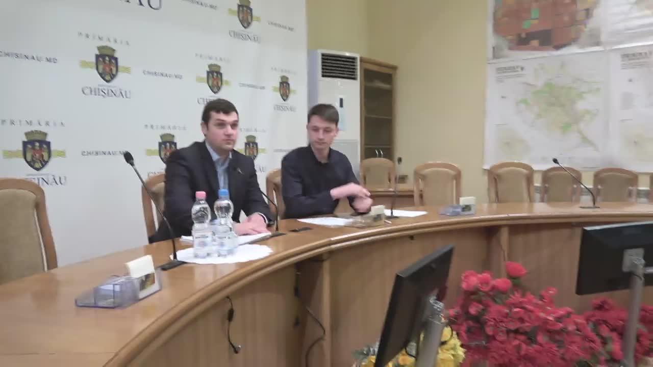 """Briefing de presă organizat de consilierii municipali ai PSRM cu tema """"Transportul public din Chișinău ar putea fi paralizat"""""""