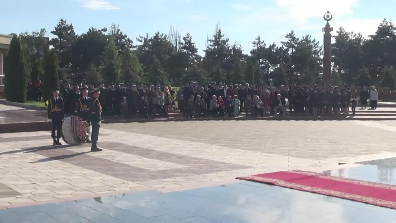 """Depuneri de flori la Complexul memorial """"Eternitate"""" în memoria eroilor celui de-Al Doilea Război Mondial"""