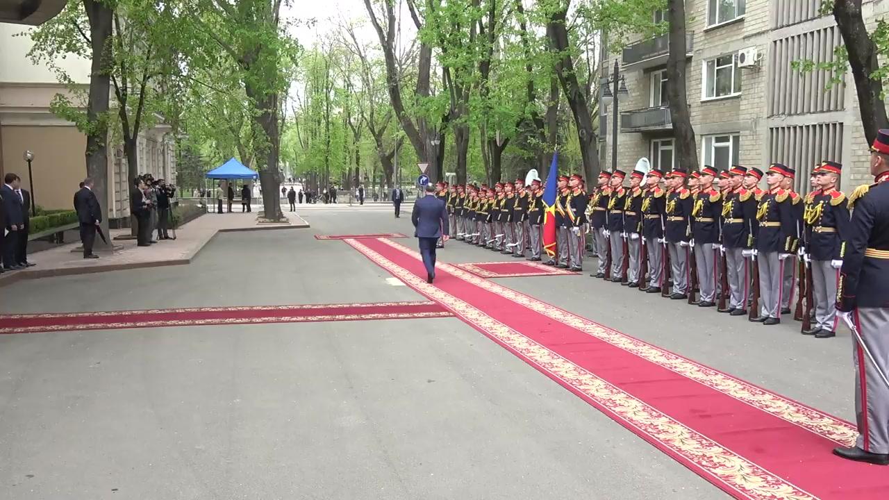 Ceremonia oficială de întîmpinare a Președintelui Republicii Belarus, Alexandr Lukașenko, de către Președintele Republicii Moldova, Igor Dodon