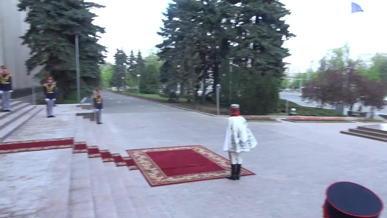 Ceremonia de întîmpinare a Președintelui Republicii Belarus, Alexandr Lukașenko, de către Prim-ministrul Republicii Moldova, Pavel Filip