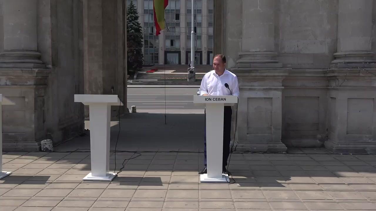 Dezbateri publice dintre candidatul PSRM la funcția de primar general al municipiului Chișinău, Ion Ceban, și candidatul PPPDA la funcția de primar general, Andrei Năstase, pe tema transportului public