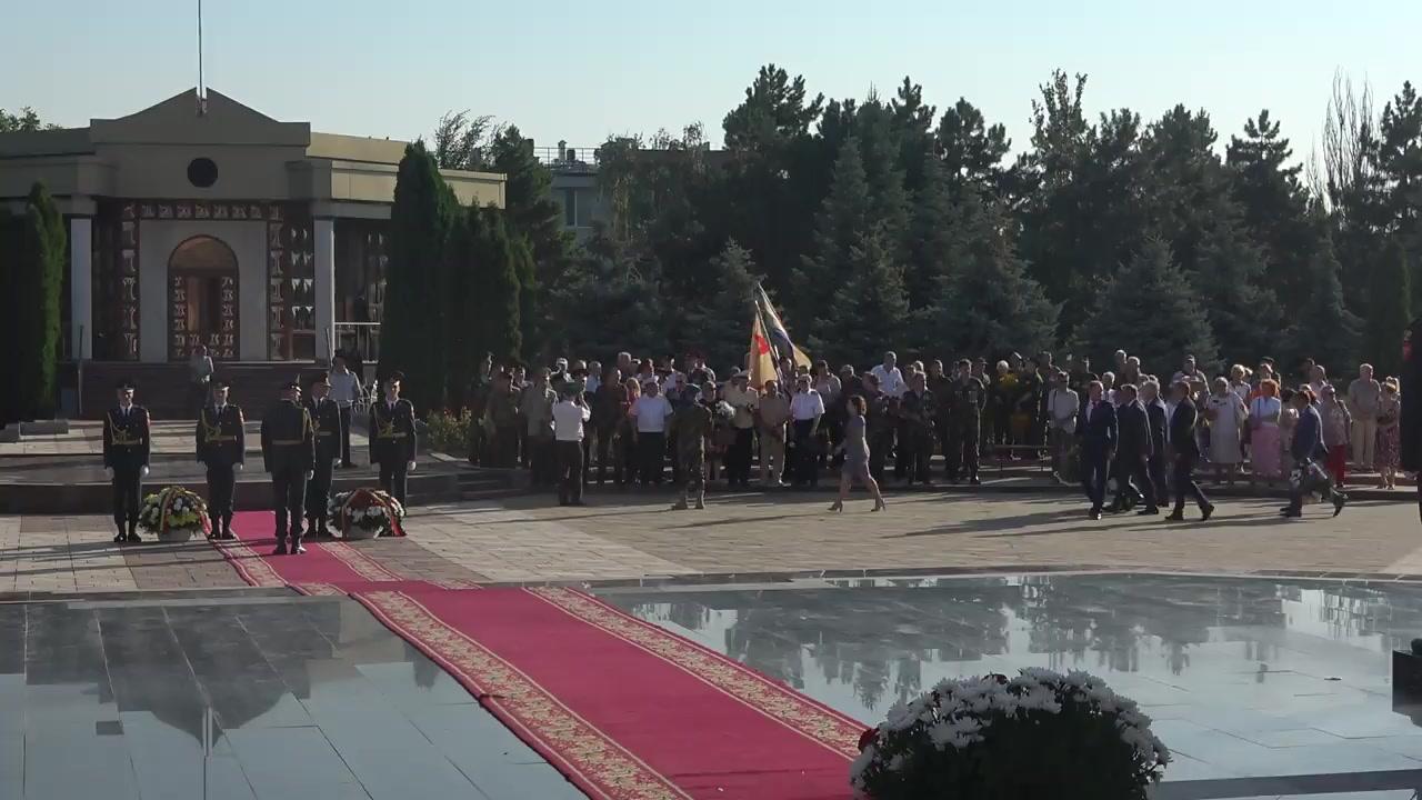 Depuneri de flori în legătură cu marcarea celor 75 de ani de la eliberarea Moldovei de fascism