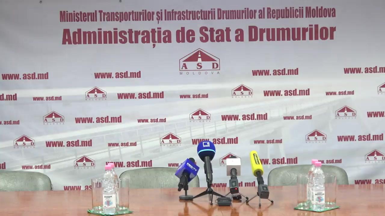Briefing de presă susținut de ministrul Economiei și Infrastructurii, Sergiu Răilean, și directorul general interimar al Administrației de Stat a Drumurilor, Veaceslav Potop, privind semnarea contractelor de reparație a drumurilor