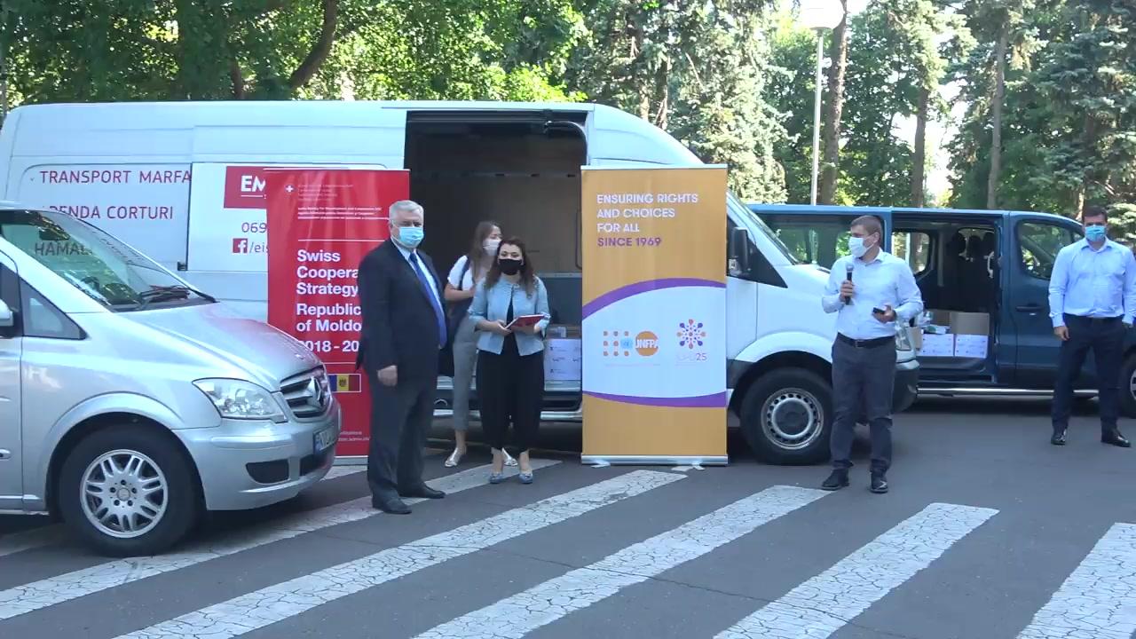 Evenimentul de donație a lotului de echipament de protecție personală împotriva la COVID-19 pentru lucrătorii Centrelor de tineret din țară