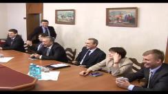 Președintele interimar, Președintele Parlamentului Republicii Moldova Mihai Ghimpu are întrevedere cu viitorii ambasadori care au fost desemnați pentru numire în misiunile diplomatice ale Republicii Moldova. Imagini preluate de pe presedinte.md