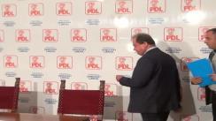 Semnarea Protocolului Alianței Partidelor de Dreapta de către președintele PDL, Vasile Blaga, președintele Partidului Forța Civică, Mihai Răzvan Ungureanu, și președintele PNȚCD, Aurelian Pavelescu