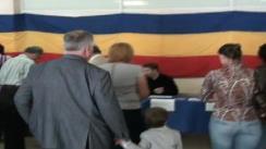 Dumitru Diacov își exercită dreptul de vot în cadrul referendumului constituțional