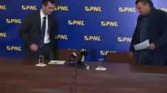 Conferință de presă susținută de vicepreședintele PNL, Teodor Atanasiu, și liderul consilierilor liberali din cadrul CGMB, Cornel Pieptea, privind problemele legate de administrația Capitalei