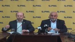 Vicepreședinții PNL Varujan Vosganian și Daniel Chițoiu susțin o conferință de presă