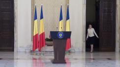 """Ceremonia de decorare a meșterilor populari declarați """"Tezaure Umane Vii"""" de către președintele României, Klaus Iohannis"""