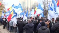 Miting de protest organizat de Partidul Nostru pentru a cere anularea majorării tarifelor la energia electrică, demisia președintelui Republicii Moldova, Nicolae Timofti, și organizarea alegerilor parlamentare anticipate