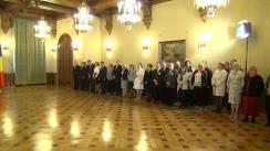 """Decorarea de către Președintele României, Klaus Iohannis, a Muzeului Național al Satului """"Dimitrie Gusti"""", cu prilejul împlinirii a 80 de ani de la înființare"""