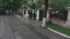 Nicolae Timofti depune flori la Ambasada României în Republica Moldova, în memoria victimelor accidentului aviatic produs în apropierea localității Haragâș, raionul Cantemir