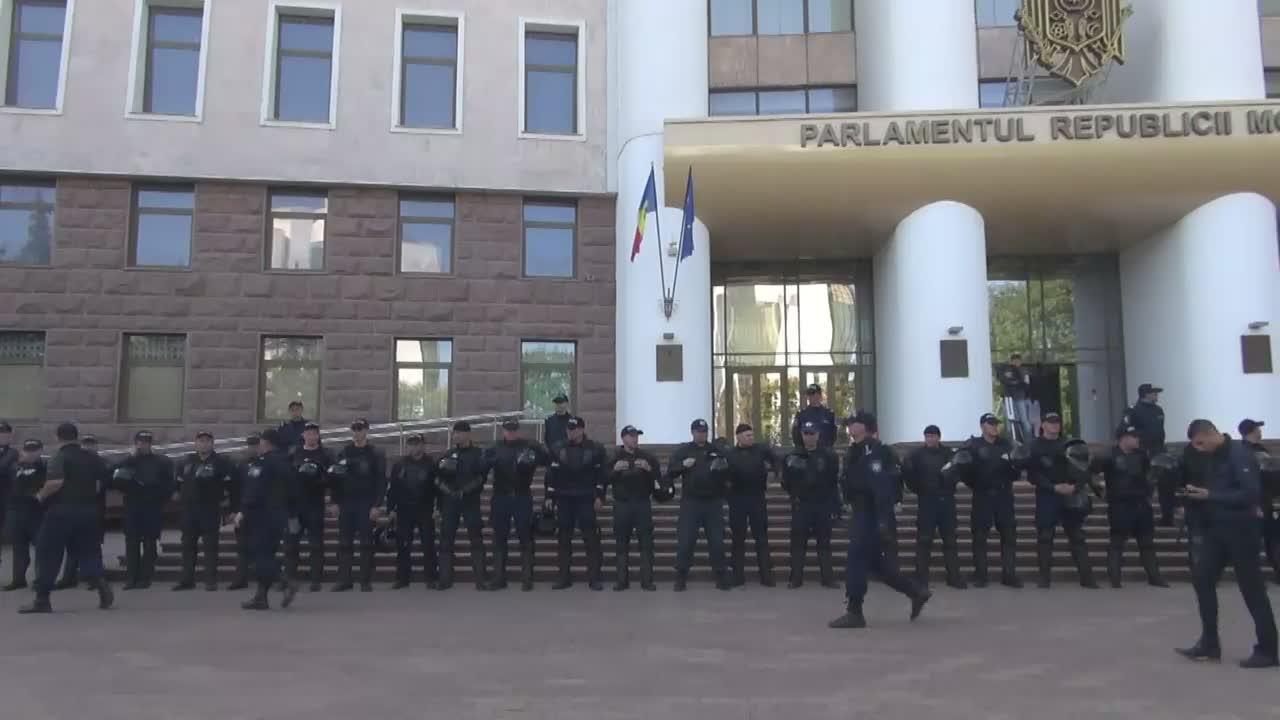 Acțiune de protest împotriva hotărârii guvernului de a pune pe spatele cetățenilor întoarcerea miliardelor furate din sistemul bancar