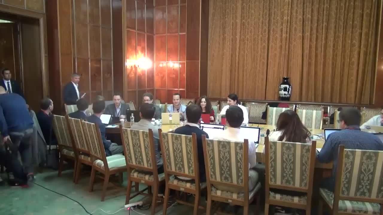 Întâlnirea premierului Dacian Cioloș cu bursierii GovITHub
