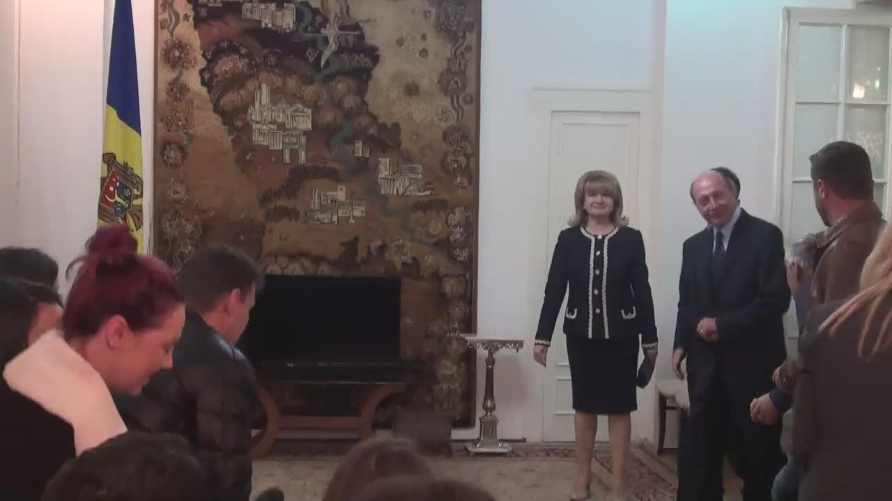 Ceremonia de depunere a jurământului pentru obținerea cetățeniei Republicii Moldova de către Traian Băsescu și soția sa