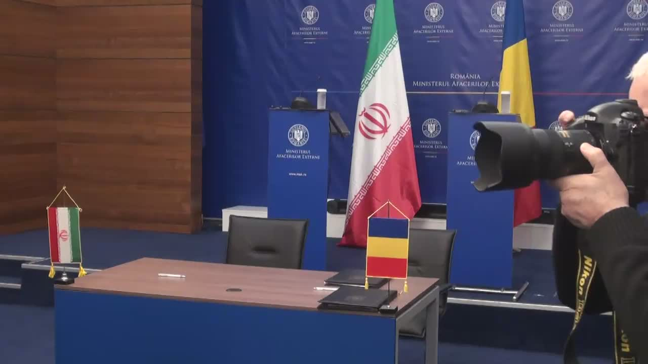 Conferință de presă comună susținută de ministrul român al afacerilor externe, Lazăr Comănescu, și ministrul iranian al afacerilor externe, Mohammad Javad Zarif
