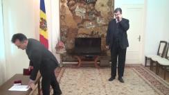 Ceremonia de decorare a domnului Iulian Chifu pentru activitatea derulată în sprijinirea elaborării Strategiei de Securitate a Republicii Moldova