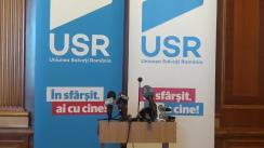 Conferință de presă susținută de liderul Grupului parlamentar USR, Nicușor Dan, și viceliderul grupului, Dan Barna