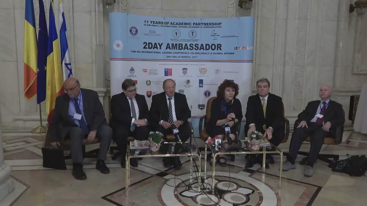 """Eveniment de presă având ca subiect avantajele învățământului particular, cu participarea invitaților oficiali prezenți la conferința """"2Day Ambassador"""""""