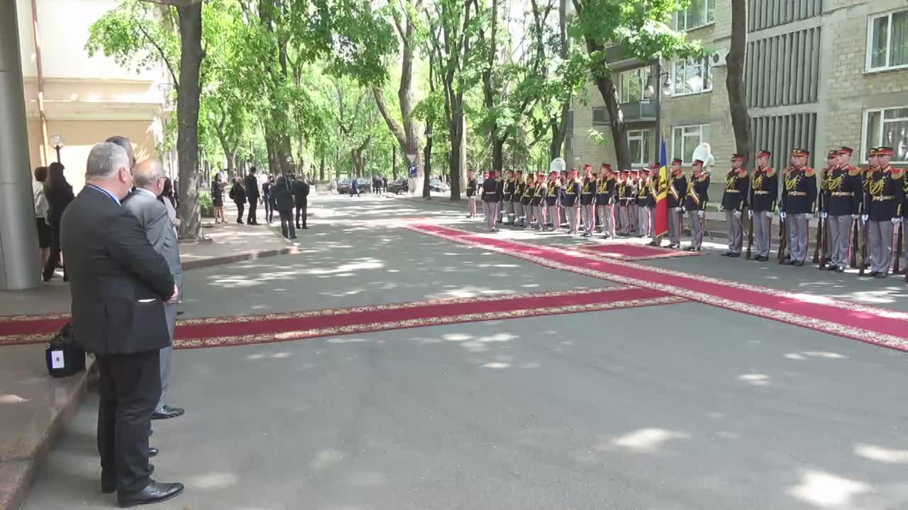 Ceremonia oficială de întâmpinare a Prințului Principatului Monaco, Albert al II-lea, de către Premierul Republicii Moldova, Pavel Filip