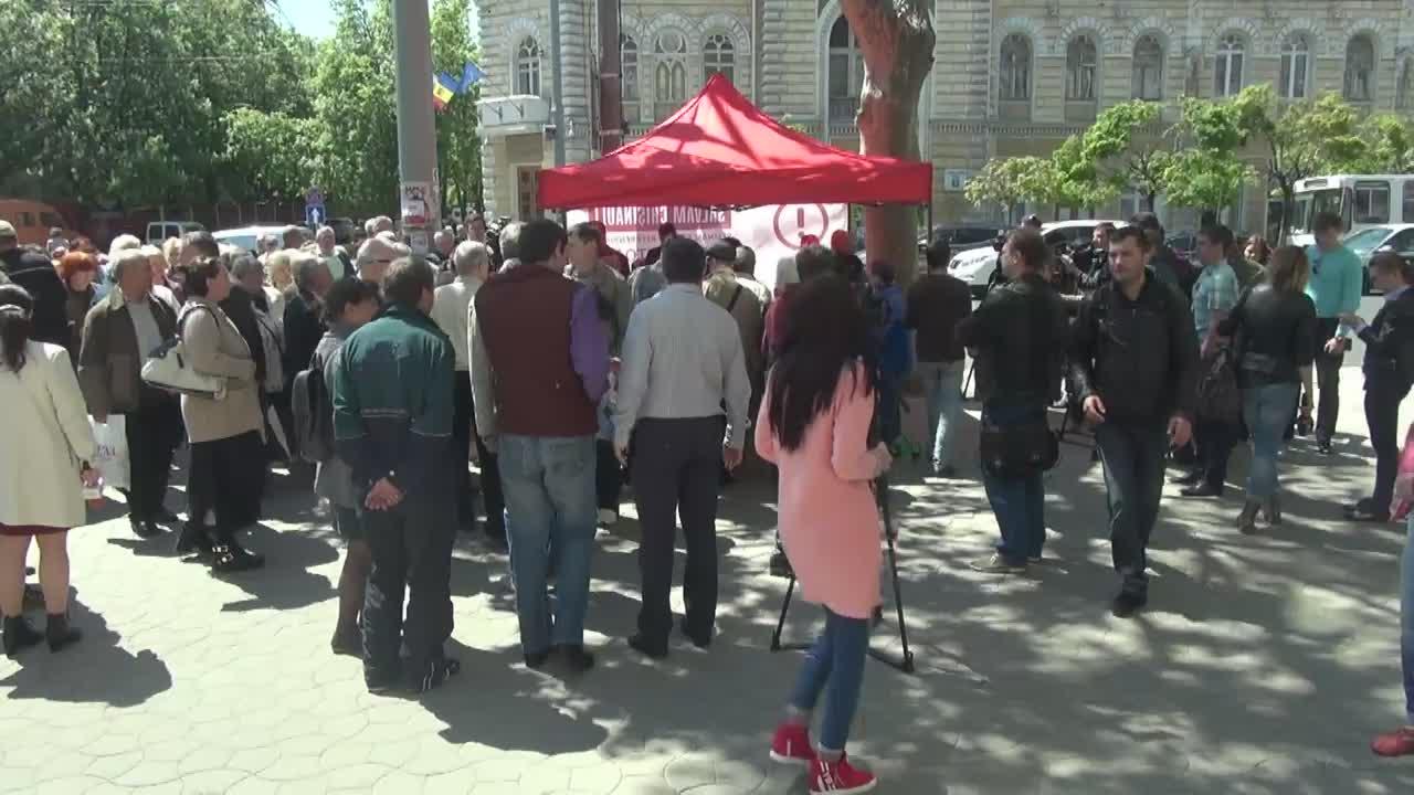 Începe colectarea semnăturilor în susținerea Referendumului privind demisia Primarului General de Chișinău, Dorin Chirtoacă