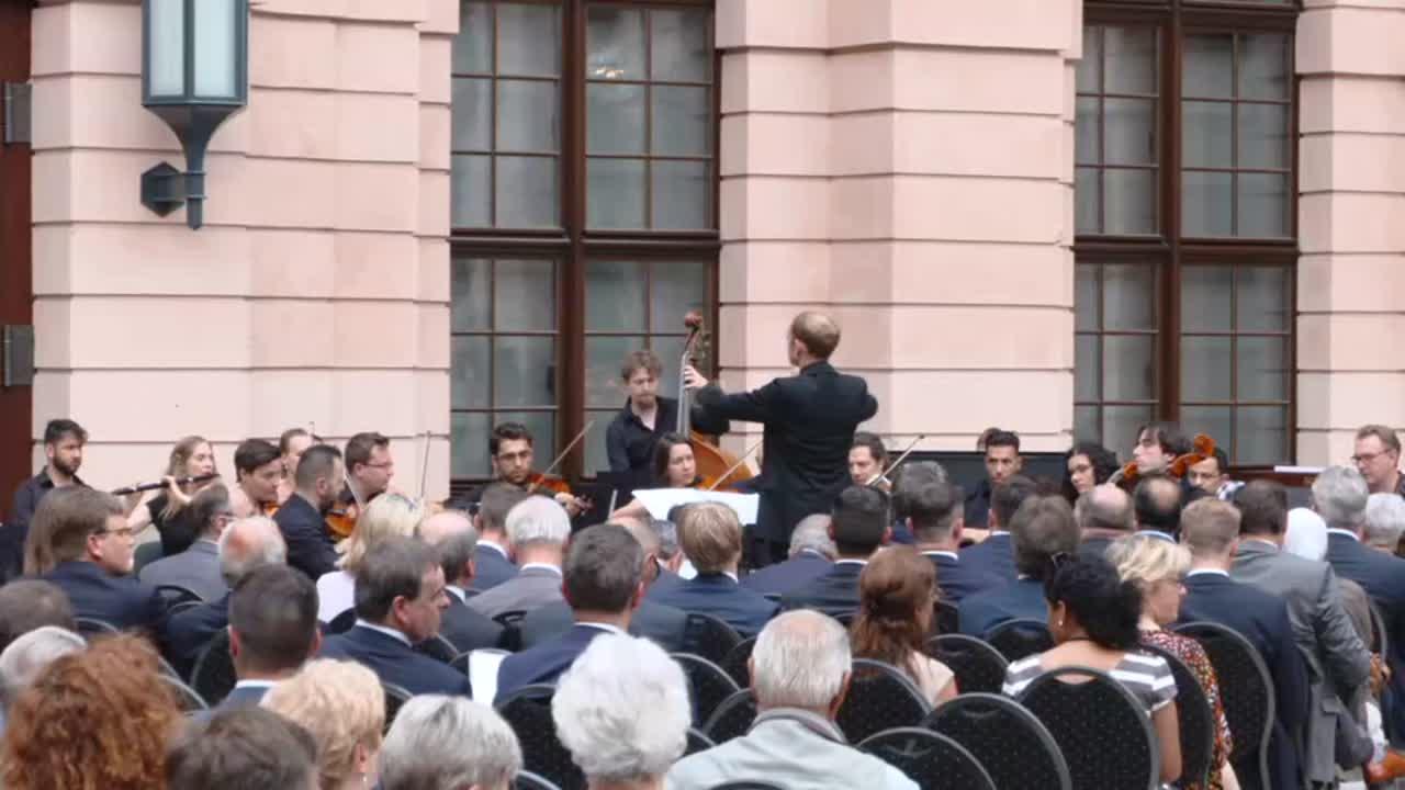 Președintele României Klaus Iohannis participă la ceremonia de comemorare a victimelor refugiului și expulzării