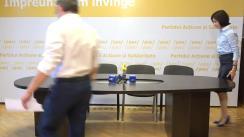 """Conferință de presă susținută de Maia Sandu, Președintele PAS, Igor Grosu, Secretar General, Artur Mija, Secretar al PAS Youth, și Sergiu Litvinenco, jurist, cu tema """"Ilegalități de milioane comise de Partidul Democrat"""""""