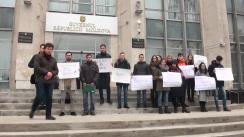 """Flashmob organizat de PAS Youth cu titlul """"Peste 2000 de semnături pentru o programă școlară relevantă și flexibilă"""""""