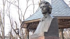 Deputații și membrii Partidului Liberal depun flori la bustul lui Mihai Eminescu, cu prilejul împlinirii a 168 ani de la nașterea poetului