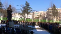 Ceremonia depunerii unei coroane de flori la statuia domnitorului Alexandru Ioan Cuza
