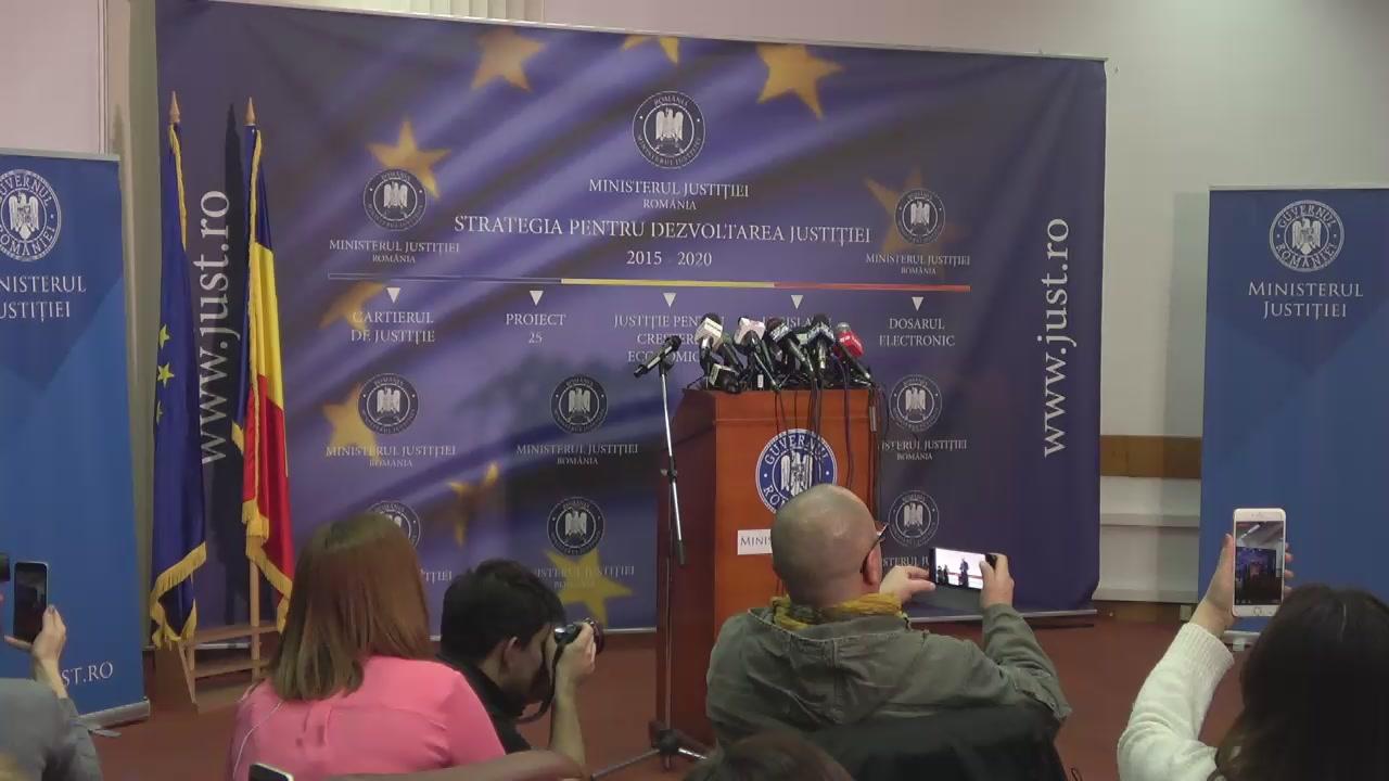 Alba Y Vivi Porno ministrul justi�iei al rom�niei, tudorel toader, prezint� raportul privind  activitatea managerial� a dna