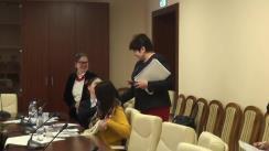 """Președinta Comisiei protecție socială, sănătate și familie, Valentina Buliga, discută cu reprezentantele Coaliției Naționale """"Viața fără Violență în Familie"""" despre respectarea drepturilor femeilor"""