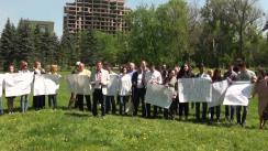 """Flashmobul desfășurat de Partidul Acțiune și Solidaritate, Platforma DA și Partidul Liberal Democrat din Moldova, cu titlul """"Demascăm construcțiile ilegale!"""""""