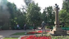 Președintele Republicii Moldova, Igor Dodon, deputații și consilierii municipali ai PSRM, depun flori la bustul marelui poet rus Alexandr Pușkin, cu ocazia împlinirii a 219 ani de la nașterea poetului