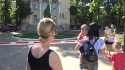 """Protestul în fața Ministerului Sănătății, Muncii și Protecției Sociale cu tema """"Luptăm pentru copiii noștri! STOP diagnozelor false!"""""""