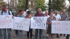 Flashmob organizat de Mișcarea de Rezistență ACUM în fața Parlamentului pentru a cere demisia ex-ministrului Valentina Buliga, actualmente deputată PD