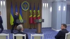Conferință de presă susținută de prim-ministrul Republicii Moldova, Pavel Filip, și prim-ministrul Ucrainei, Volodymyr Groysman. Ceremonia de semnare a Protocolului la Acordul dintre Guvernul Republicii Moldova și Guvernul Ucrainei din 20 martie 1993, cu privire la comunicația internațională auto