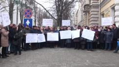 """Protestul cu tema """"Membrii Federației Sindicatului din Comunicații MOLDPRESA revoltați de acțiunile autorităților publice locale privind evacuarea chioșcurilor de presă, ultimul loc de muncă!"""""""