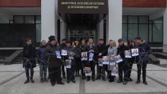 """Flashmobul organizat de membri ai Blocului ACUM DA PAS cu titlul """"Sârma ghimpată între Moldova și Uniunea Europeană"""""""