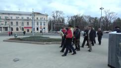 Depuneri de flori la monumentul lui Ștefan cel Mare și Sfânt din Grădina Publică cu ocazia zilei Unirii Basarabiei cu România
