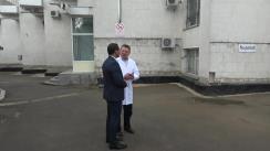 Primarul general interimar al municipiului Chișinău, Ruslan Codreanu, inspectează lucrările de termoizolare și instalare a bateriilor solare la Spitalul Clinic Municipal pentru Copii nr. 1 din capitală